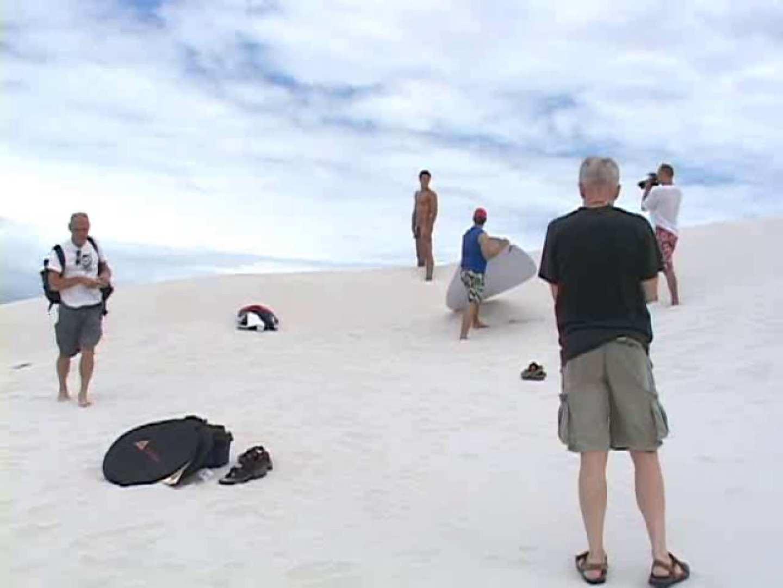 白銀のビーチサイドでイケメン3人組が華麗なポーズで写真撮影! 完全無修正  103pic 85