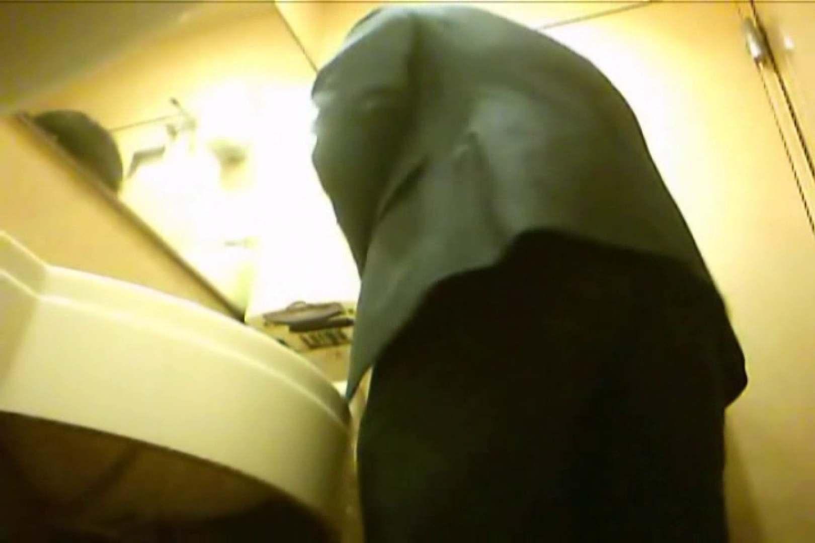 Gボーイ初投稿!掴み取りさんの洗面所覗き!in新幹線!VOL.17 スーツ  100pic 19